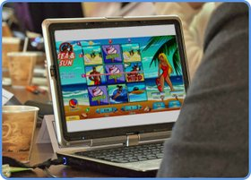 Playing Sea & Sun online scratch card game on laptop